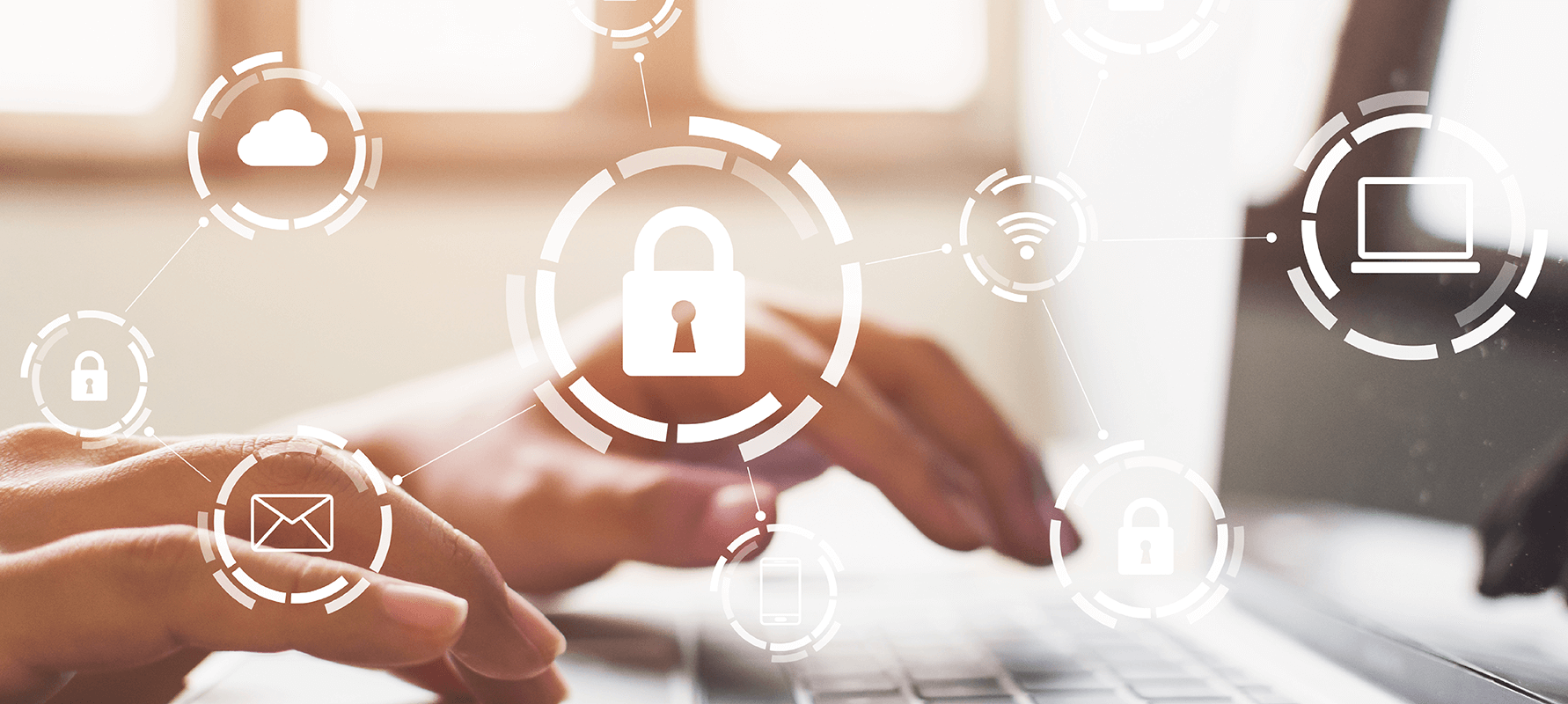Datensicherheit Grafiken und Hände tippen am Laptop